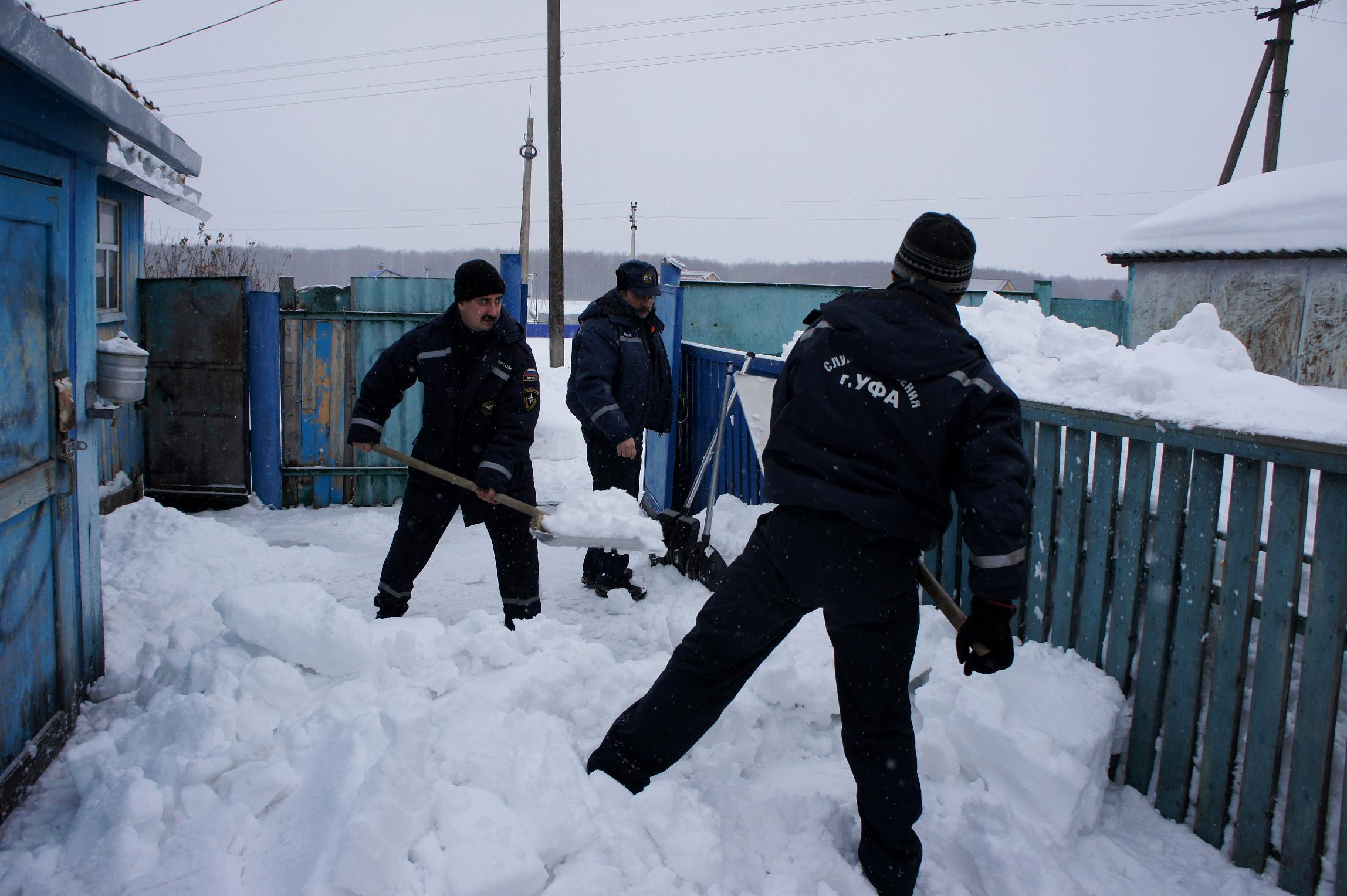 Уборка снега с кровли инструкция